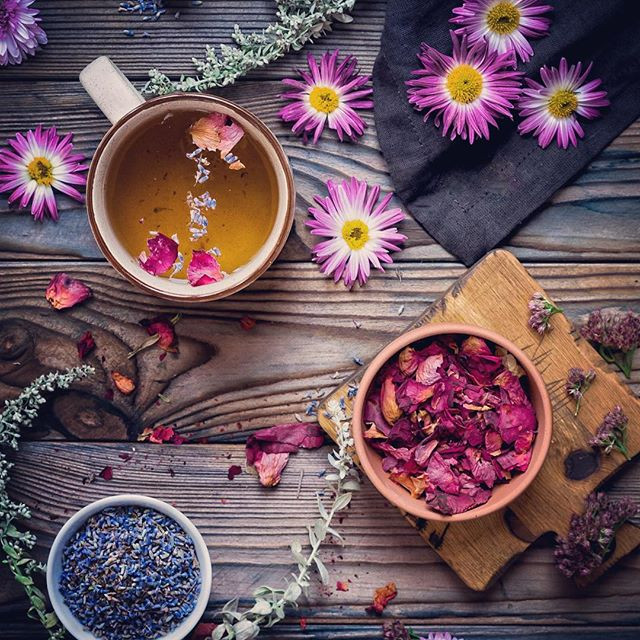 Чай для повышения женственности с розой и лавандой
