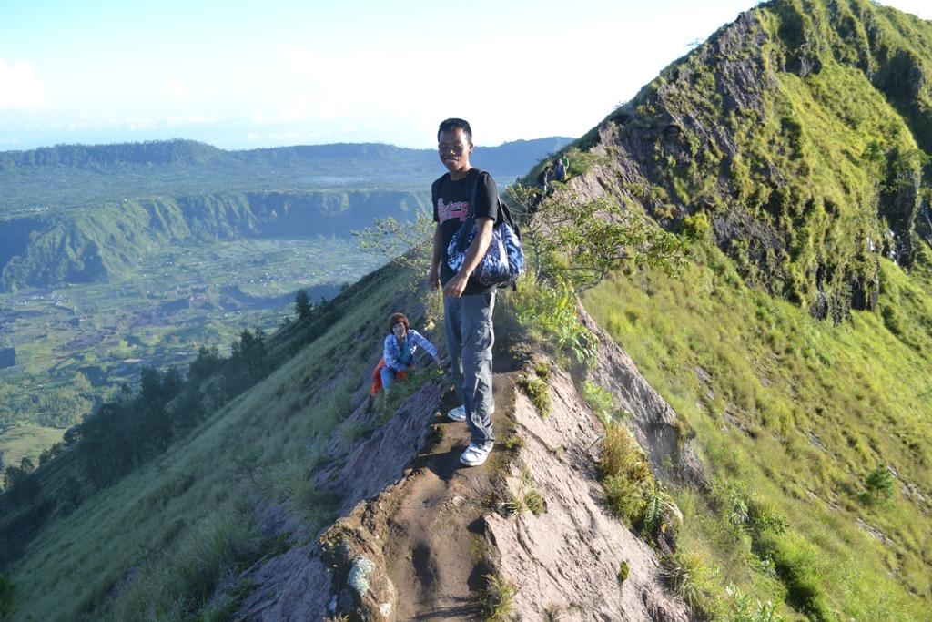 вокруг кратера вулкана