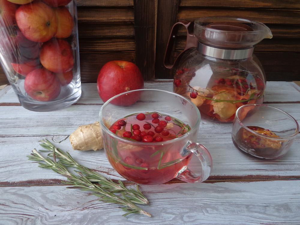 детокс-чай с имбирем, розмарином  и клюквой