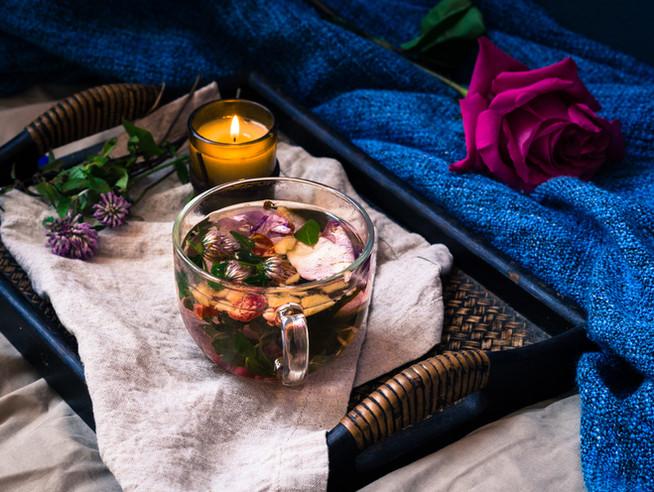 Детокс-чай с клевером, розой и яблоками (или ранетками)