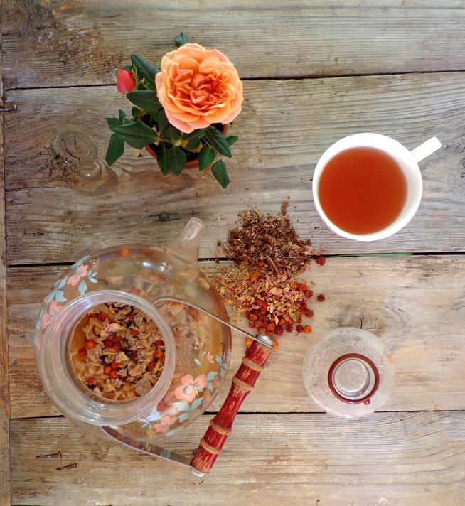 Чай с родиолой, розой (или цветом шивповника) и рябиной