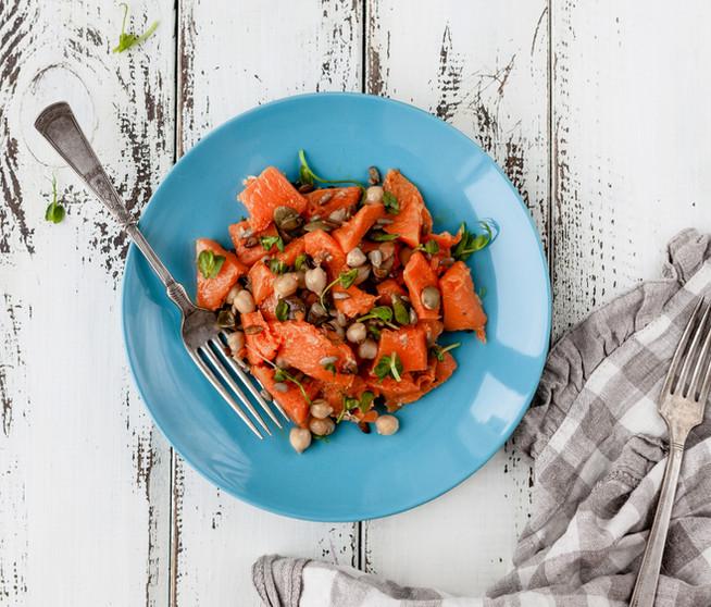 Теплый салат из тыквы с нутом и микрозеленью