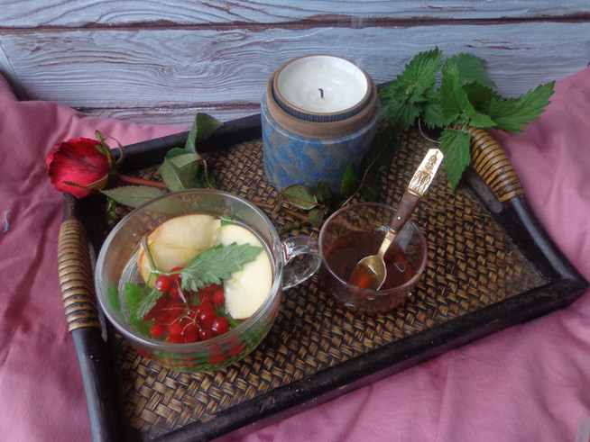 Детокс-чай с калиной, яблоками и мелиссой