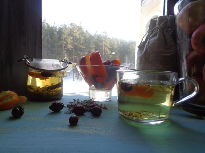 Завтрак с курильским чаем и фруктами