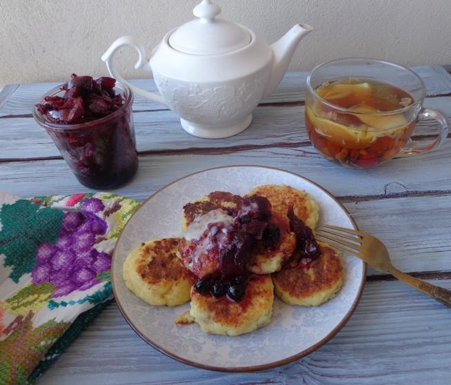 Яблочное наваждение: сырники с яблоками, яблочный чай, яблочно- черноплодное варенье