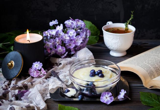 Десерт из голубики с заварным кремом