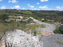 Rua de acesso (terreno a esquerda)