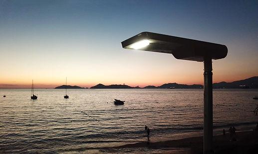 Lampadaire solaire public design et compact