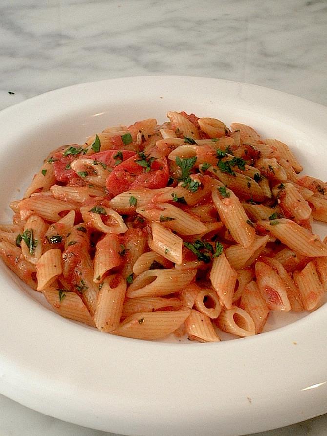 シンプルなペペロンチーノのパスタ Pasta aglio, olio e peperoncino