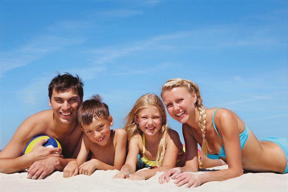 photodune-370542-family-on-beach-m_edite