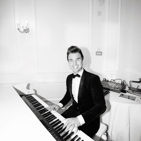 PIANO VOCALIST DEAN STANSBY