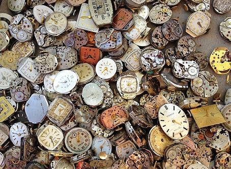 O tempo passa e as decisões vão ficando para depois...