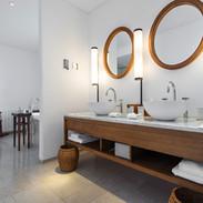 Bathroom - Modern and Traditional fusion