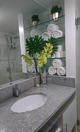 Bathroom + Hotel Quality Towels