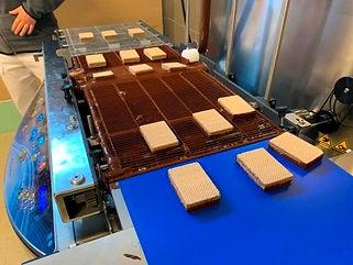 Oblewanie ciastek czekoladą.JPG