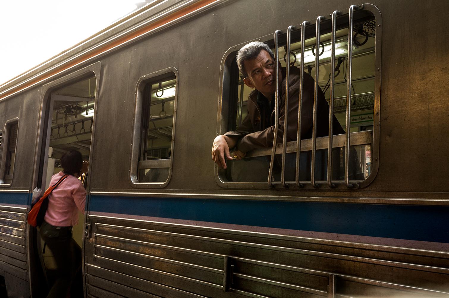train-story4_s.jpg