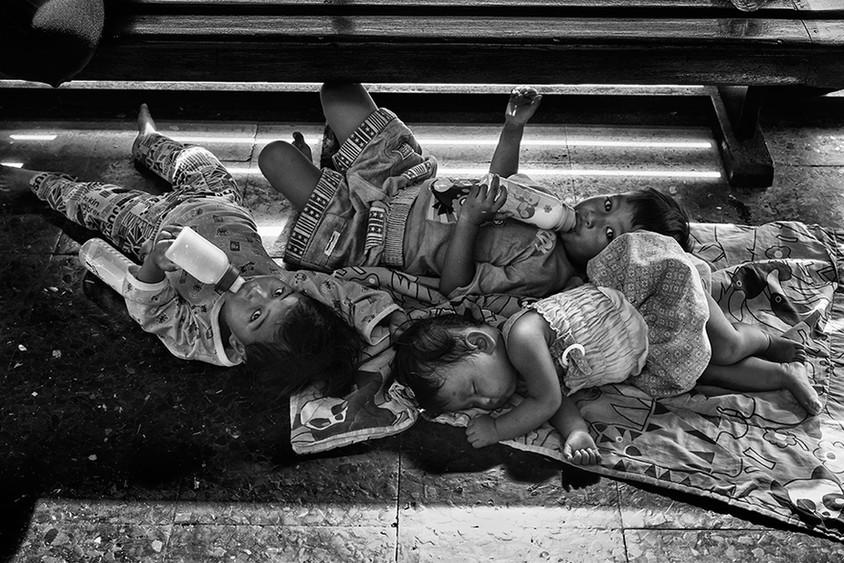 Bothers and sister, Hua Lumphong Train Station, Bangkok