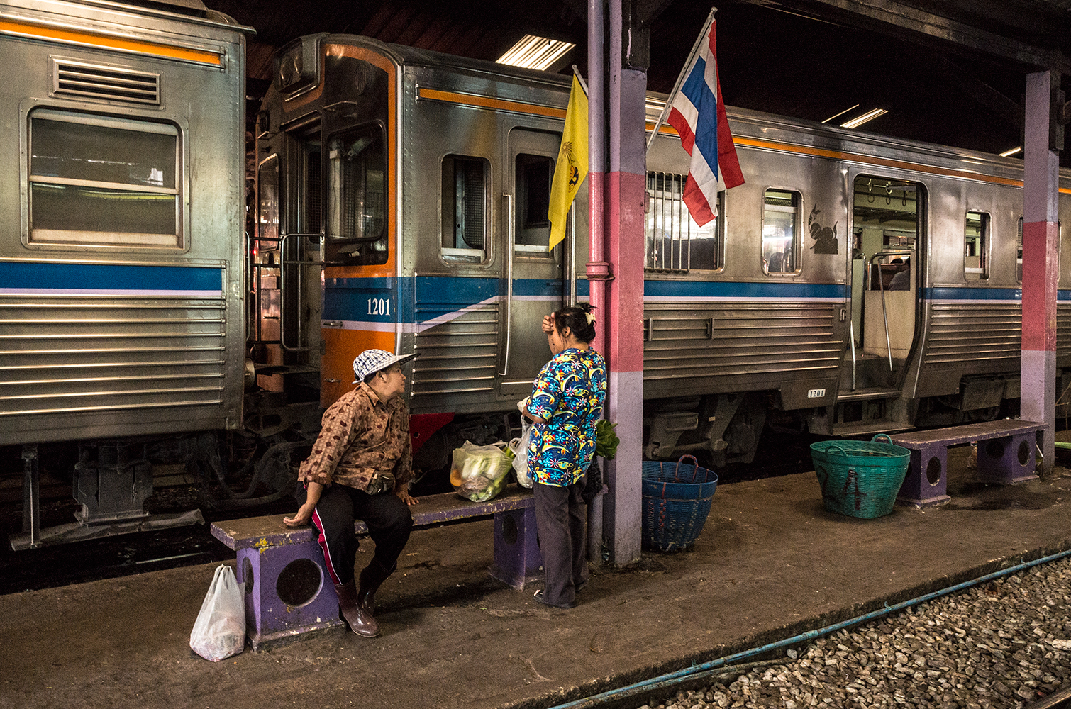 train-story2_s.jpg