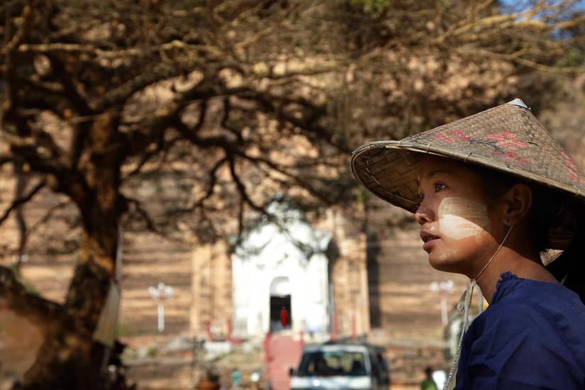 Burmese farm girl, Mingun