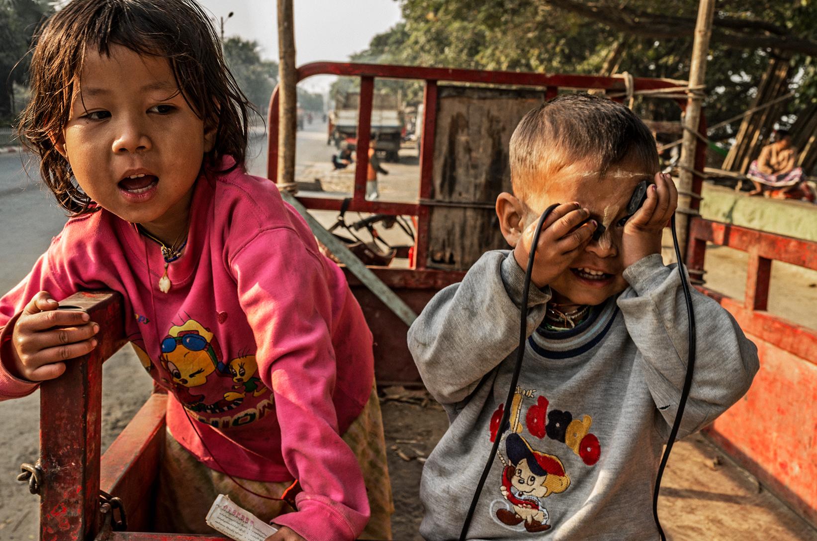 Mandalay-river-bank-02_s.jpg