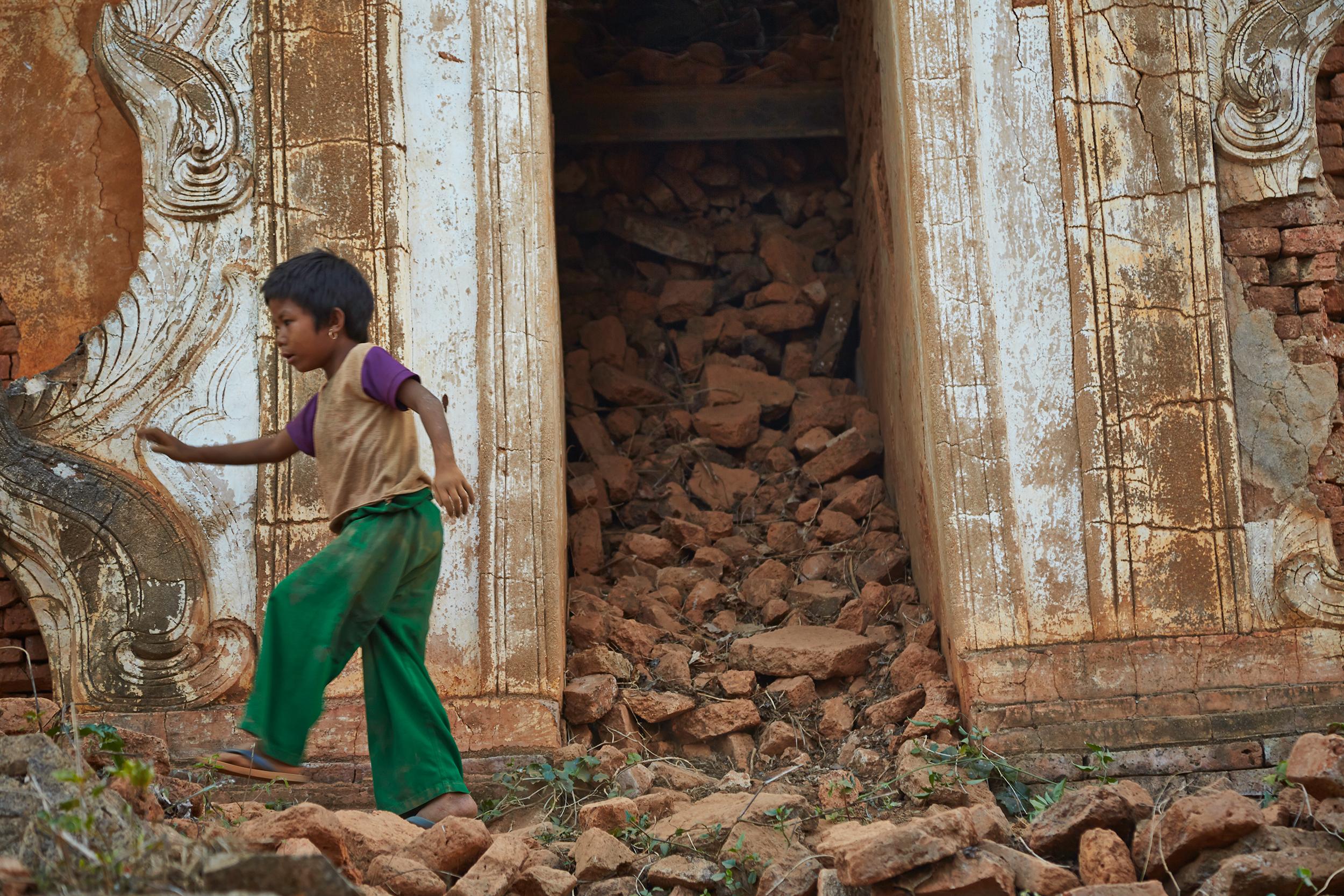 Kanjana-Chaiwatanachai-Image-Works_Mandalay-Riverside-2_2014.01.19_0092w.jpg