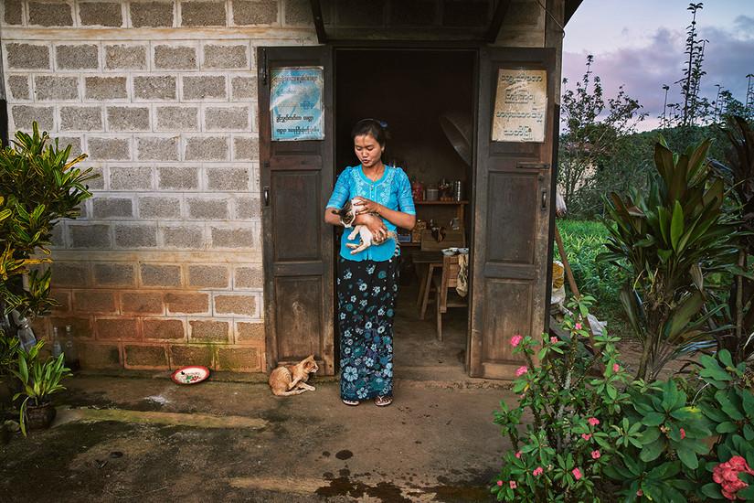 September Snow and her cats, Myin Ka Village, Kalaw