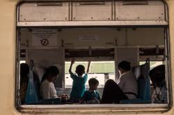 trainstory01_s.jpg