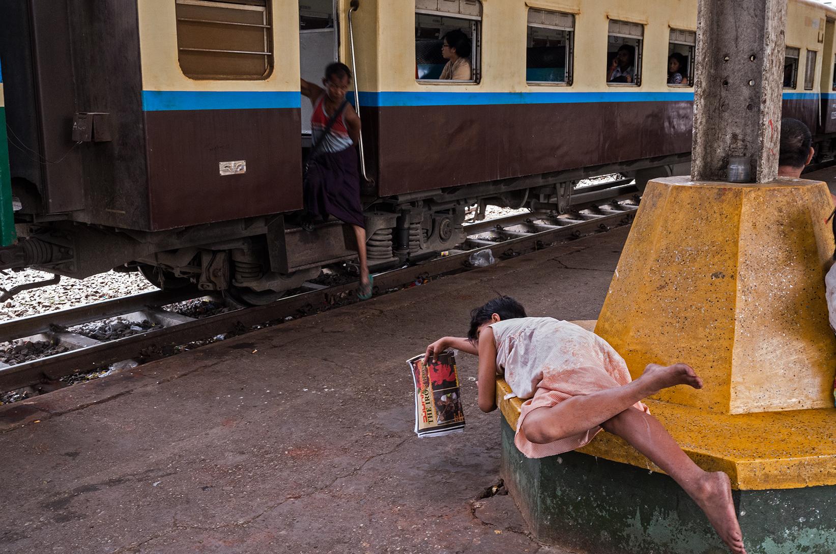 train-station01_s.jpg