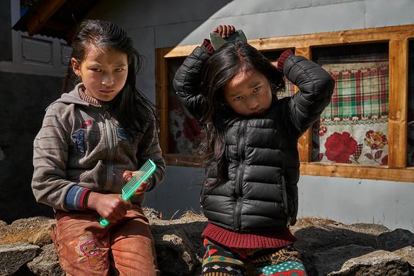 Nepali girls, Pangboche, Nepal