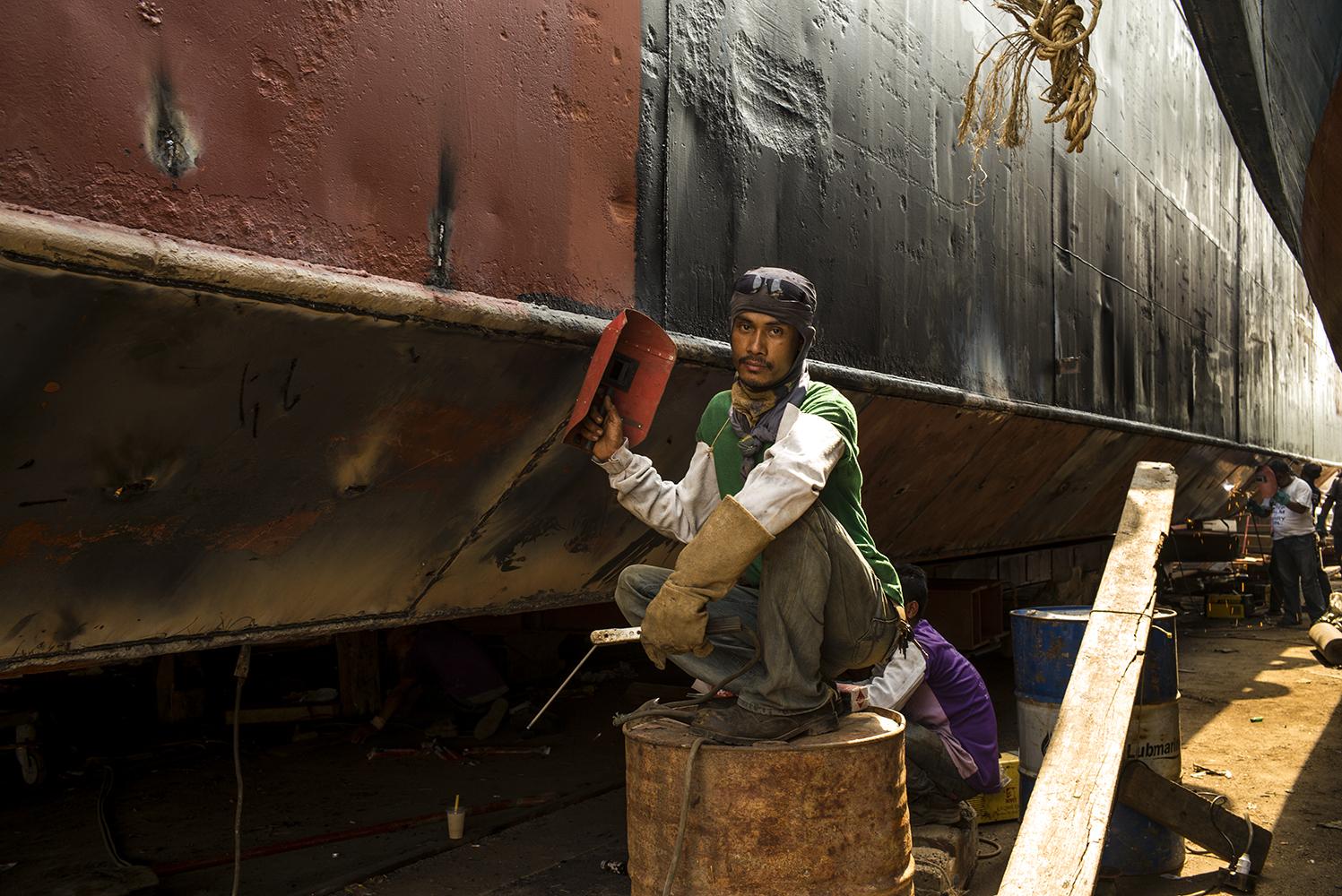 Ship Maintainace Yard03_s