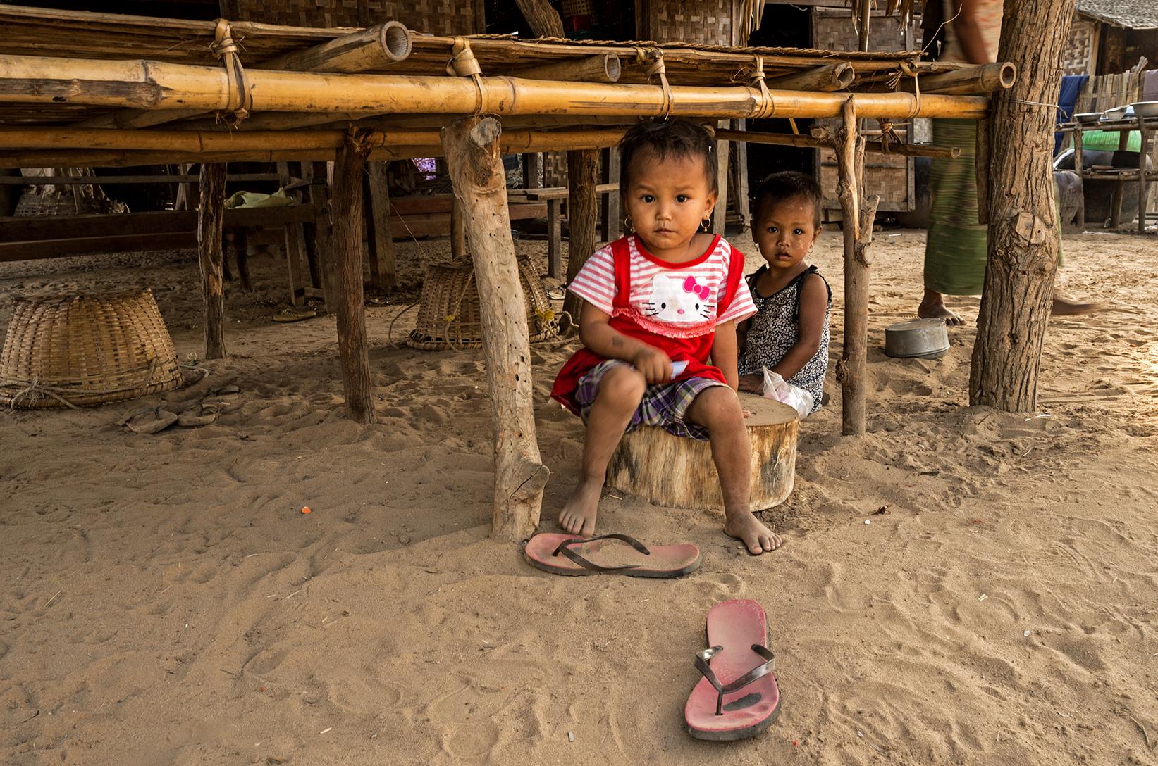 Mandalay-village-life-08_s.jpg