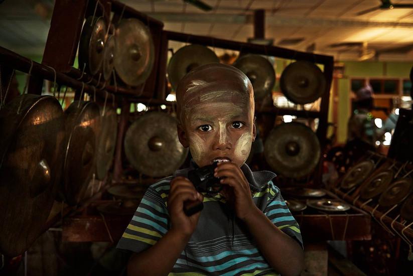 Boy with toy gun, Mandalay