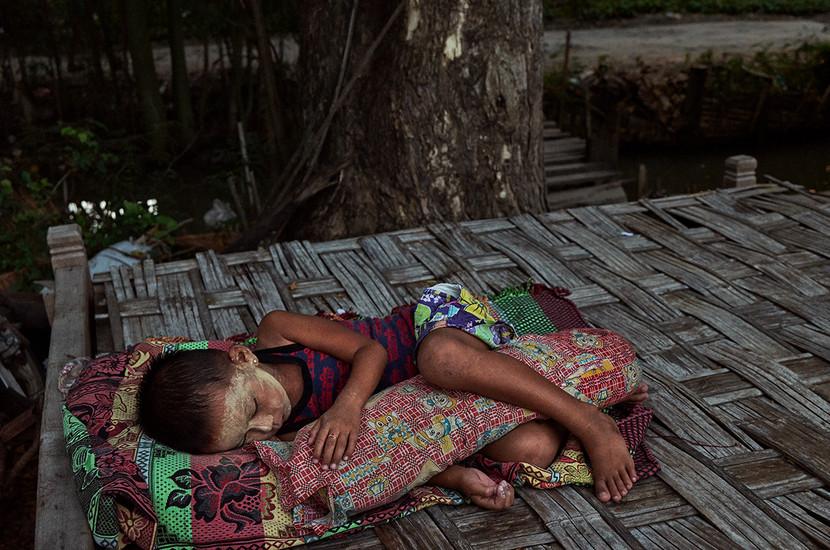 Evening nap, Ohae Phoe Village, Mandalay