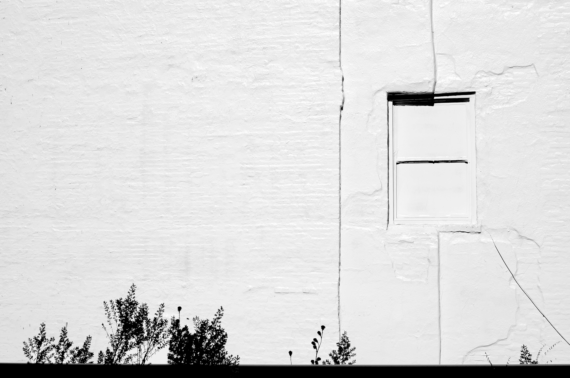 white-wall-and-window_w.jpg