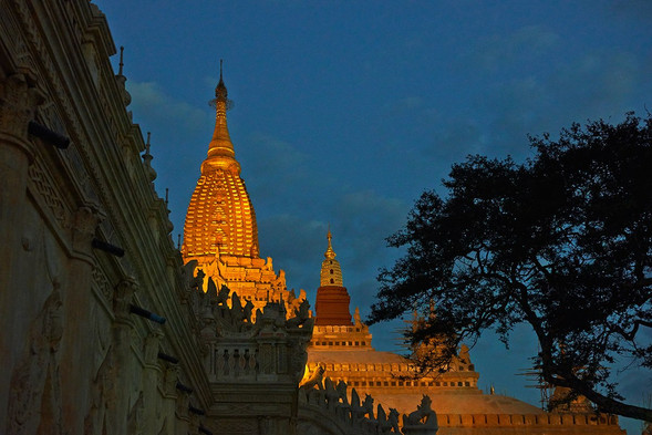 Before daybreak, Ananda Pagoda, Bagan