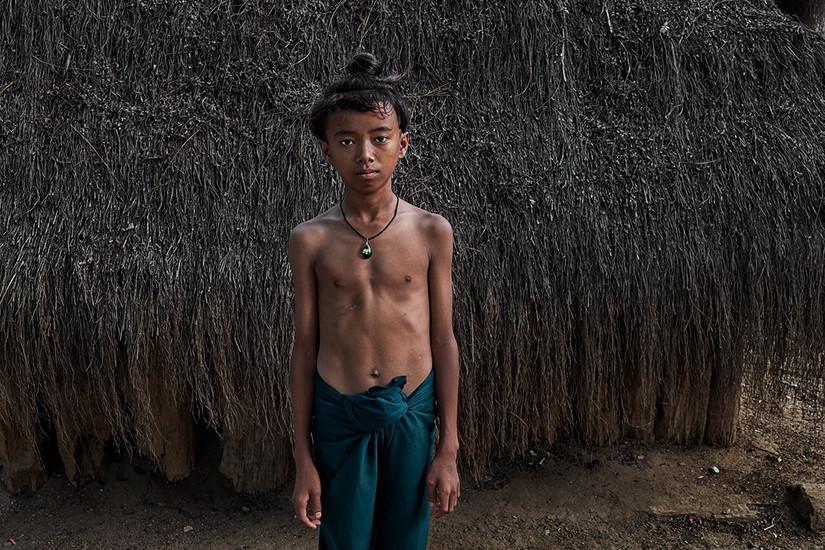 school boy, Set Set Yoe Village, Ngathayauk