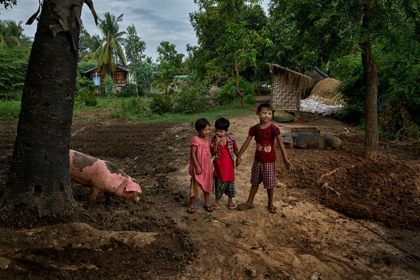 Village kids, Moke Soe Village, Mandalay