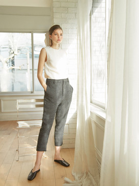 Top : Linen-blend top  Fabric : Holland&Sherry  Button : Mother of pearl  Trousers :  Soft volume trousers  Fabric :   JAKOB SCHLAEPFER  Lining : Cupro 100%