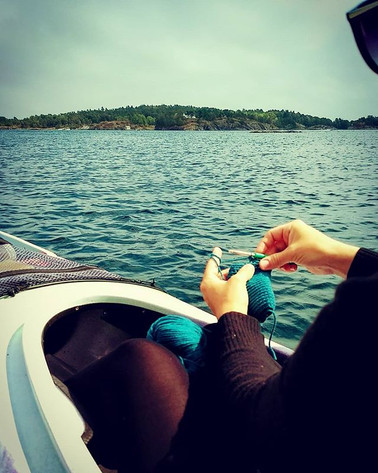Addicted to yarn....even on a kayak tour