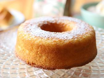 Bolo de Priprioca com calda de laranja