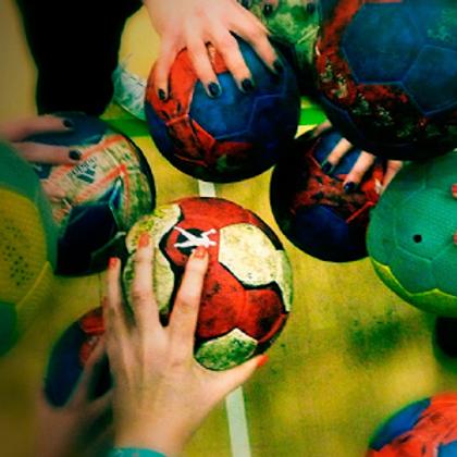 com.semkaysimka.WallpapersHandballSport.