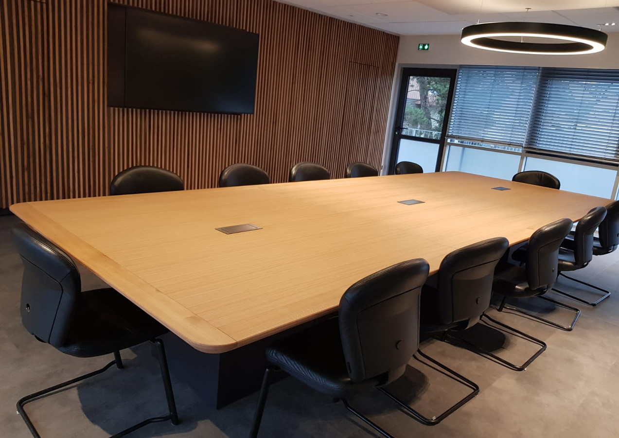 Table chêne 4.8 mêtres - connection TV internet -