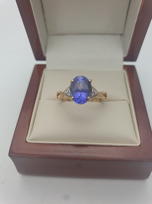 18CT yellow gold diamond and tanzanite ring