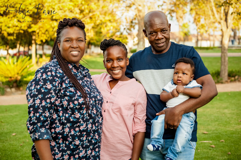 robyn davie lifestyle photography, family photo shoot johannesburg, at-home lifestyle photography, newborn maternity toddlers family photos, how to get the most out of a family photo shoot, family photo shoot delta park, best family photographers johannesburg, family photos south africa, natural light photography johannesburg, outdoor family photo shoot johannesburg, natural light family photos south africa, mummy & me