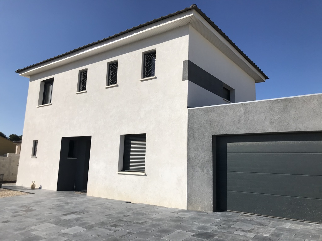 Villa pavée