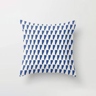PetraKaksonen_Viiva_Pillow.png