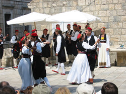 Cilipi folklore performance