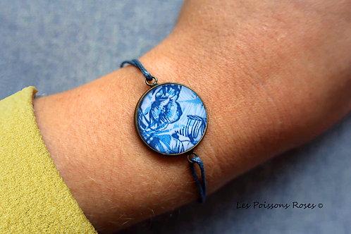 Motif fleurs bleues