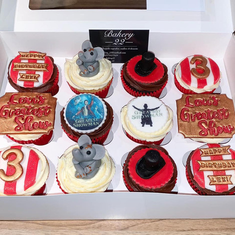 greatest showman cupcakes.jpg