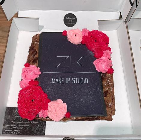 zk makeup brownie.jpg